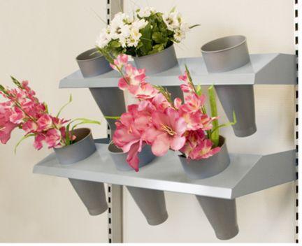 Blumenfachboden mit Vasen