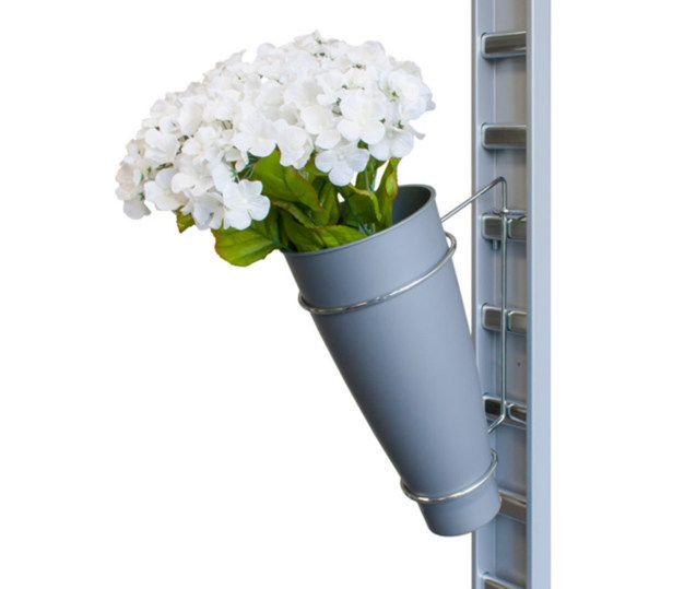 Blumenhalter mit Vase